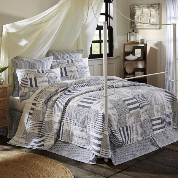 10_33919_Finn_LuxKingQuilt_Lifestyle1 copy